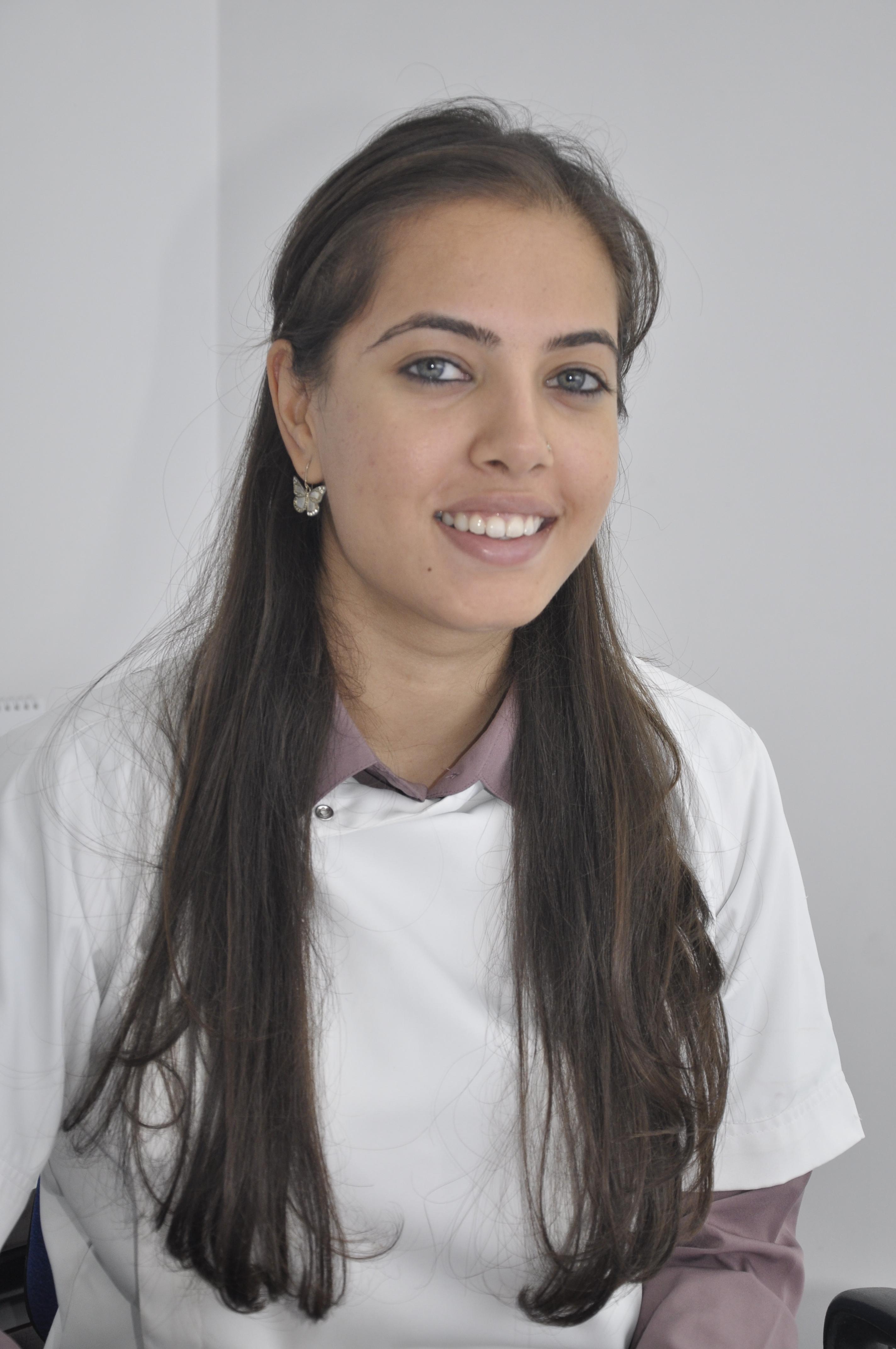 Dr. Ishita Umre - Dentist