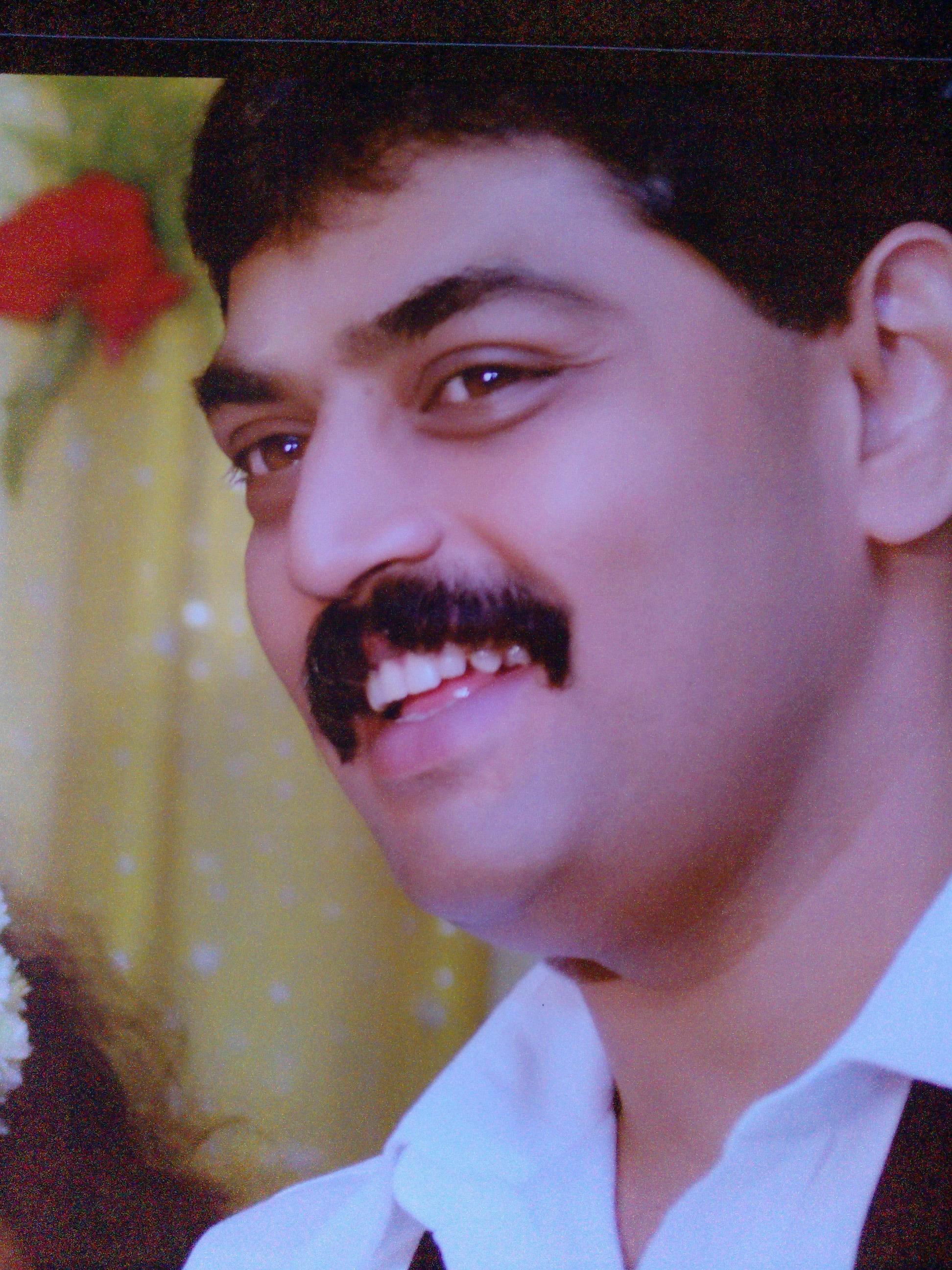 Dr. L.Maniharun - Dentist