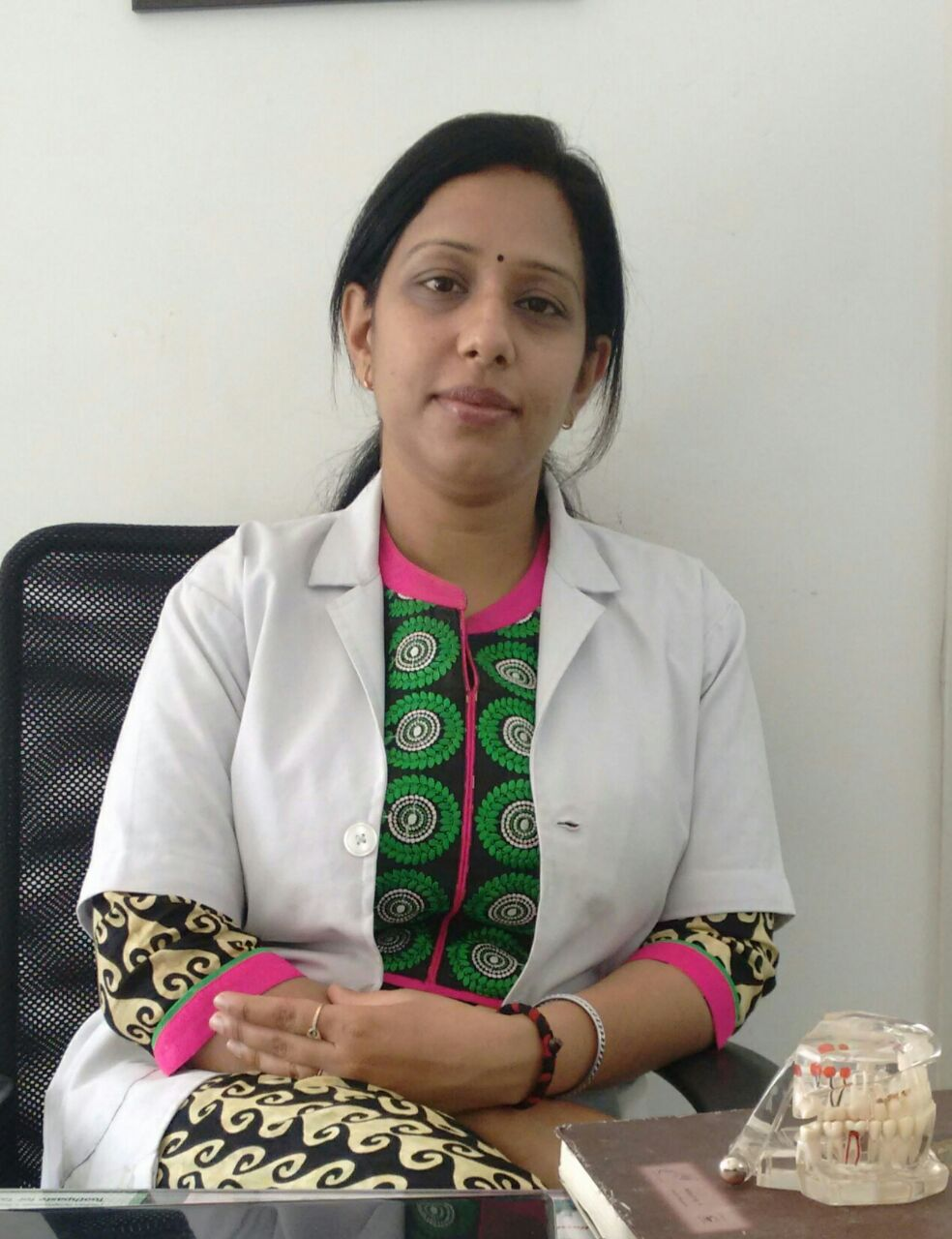 Dr. Saru Kumar Manchanda - Dentist