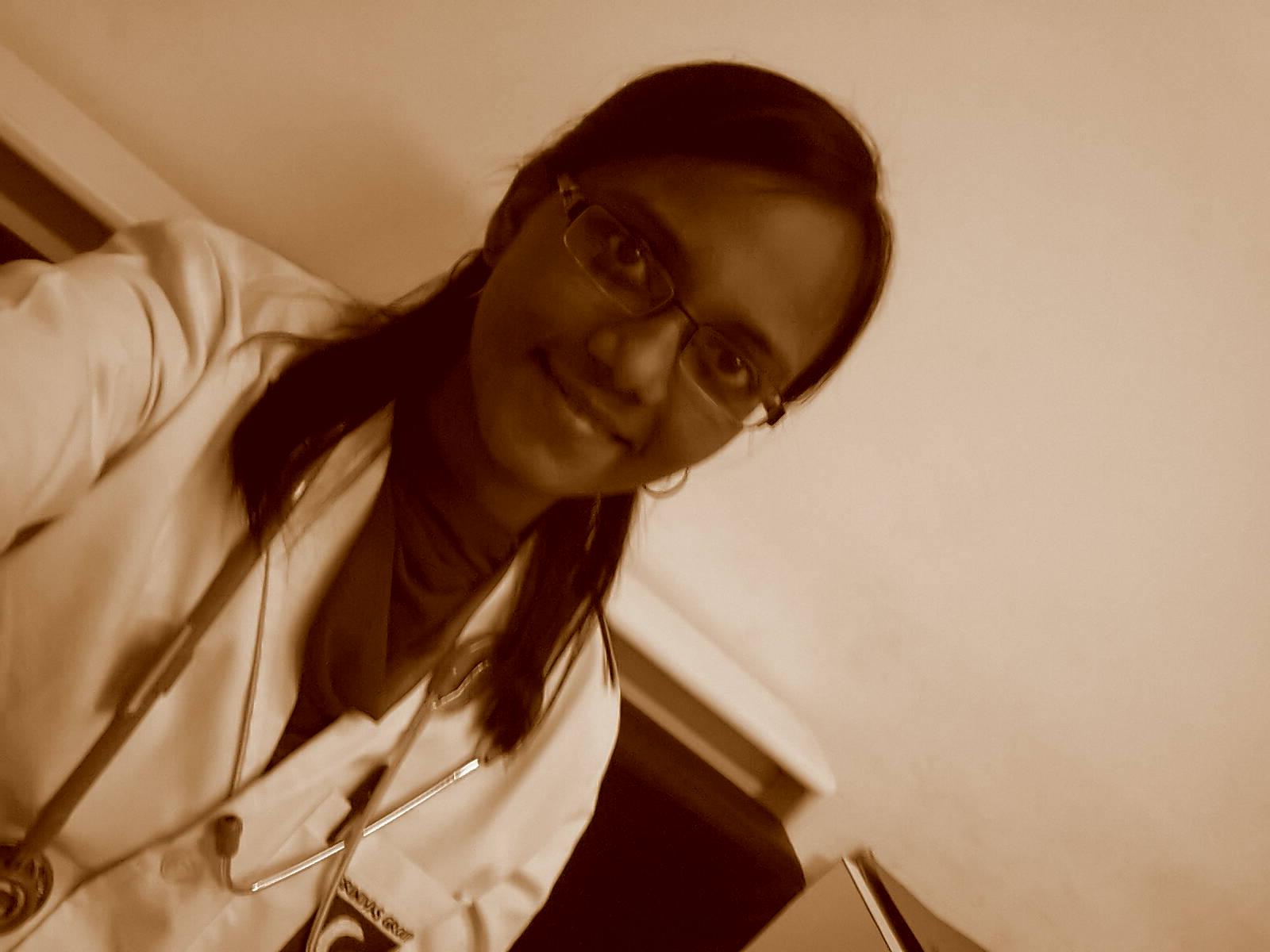 Dr. Ratna Vora - Physiotherapist
