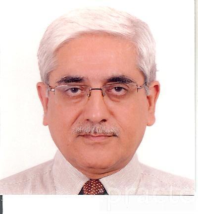 Dr. Naresh Thukral - Dentist