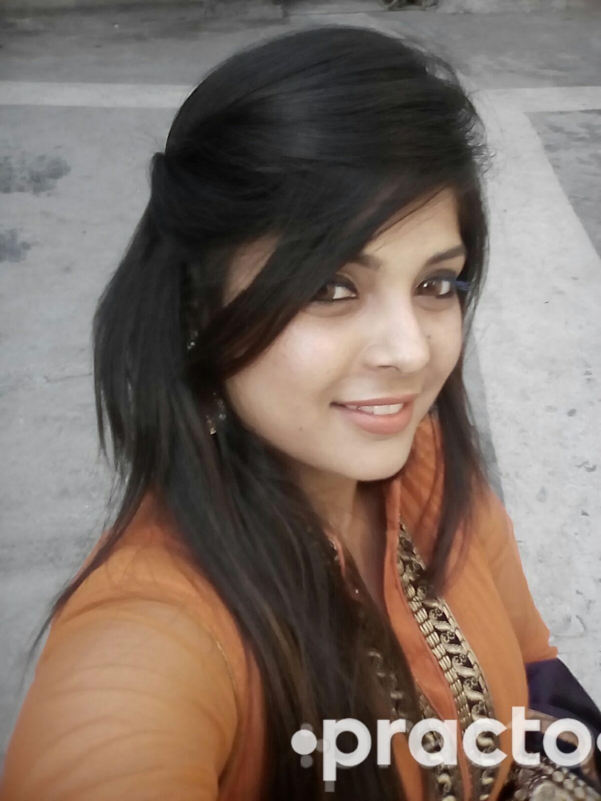 Dr. Tushita Kapoor - Dentist