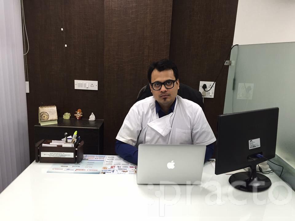 Dr. Akarshak Aggarwal - Dentist