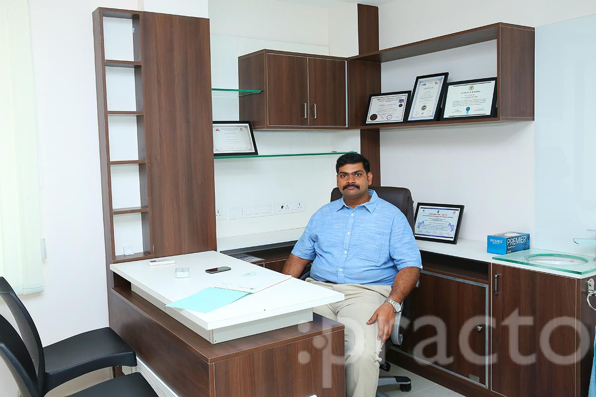 Dr. Deebak Kumar - Orthopedist