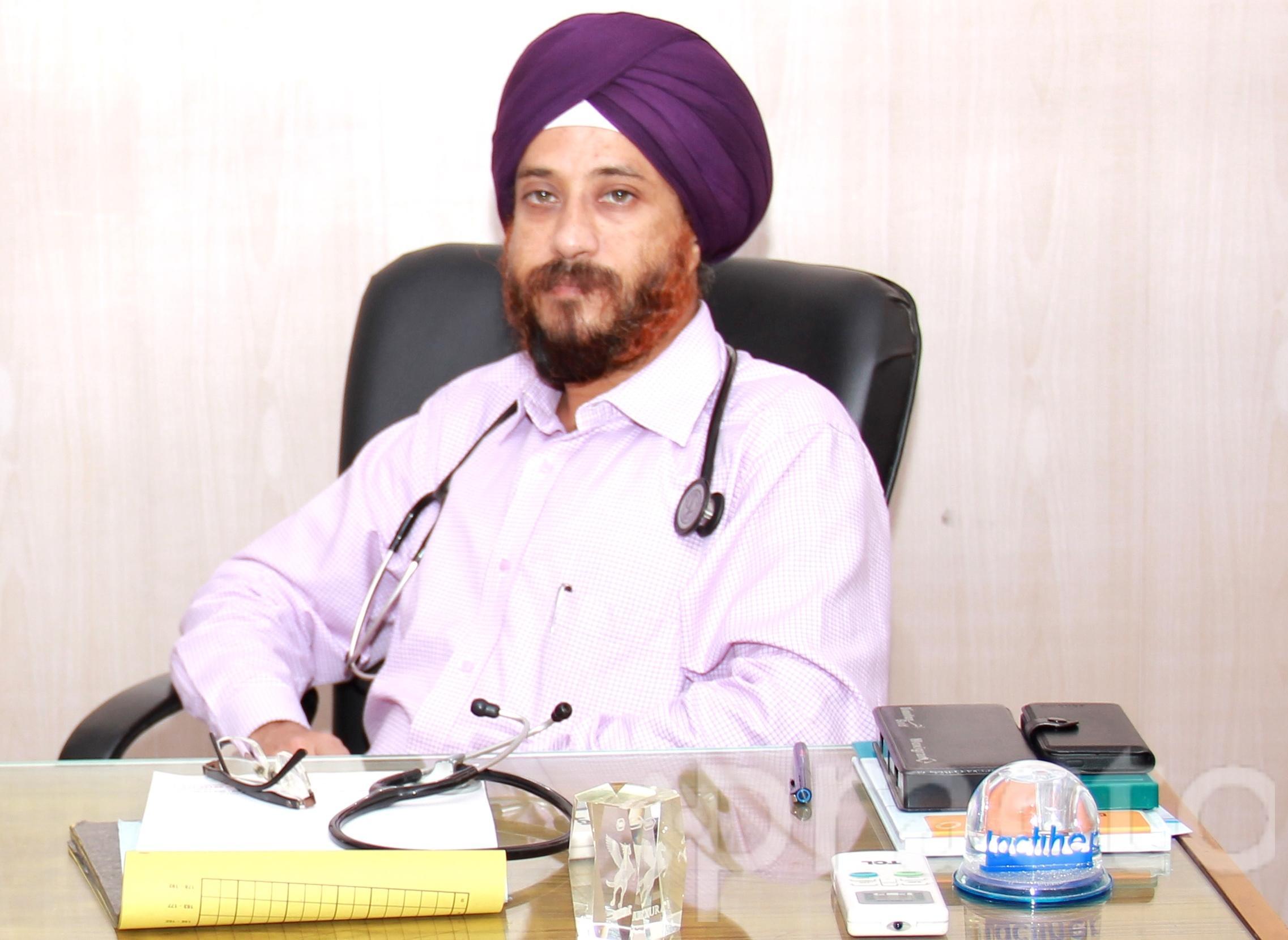 Dr. Harmeet Singh Saluja - Gastroenterologist