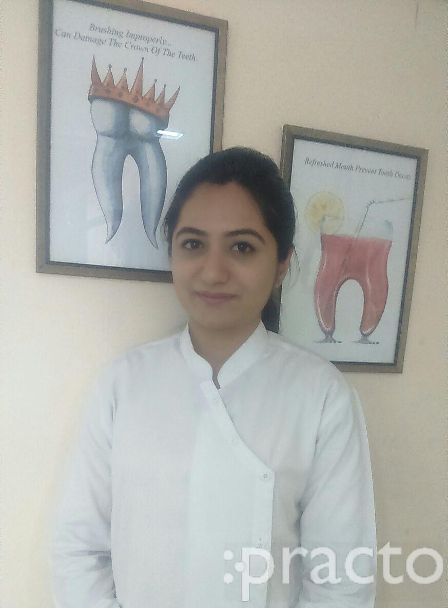 Dr. Himanshi Amlani - Dentist