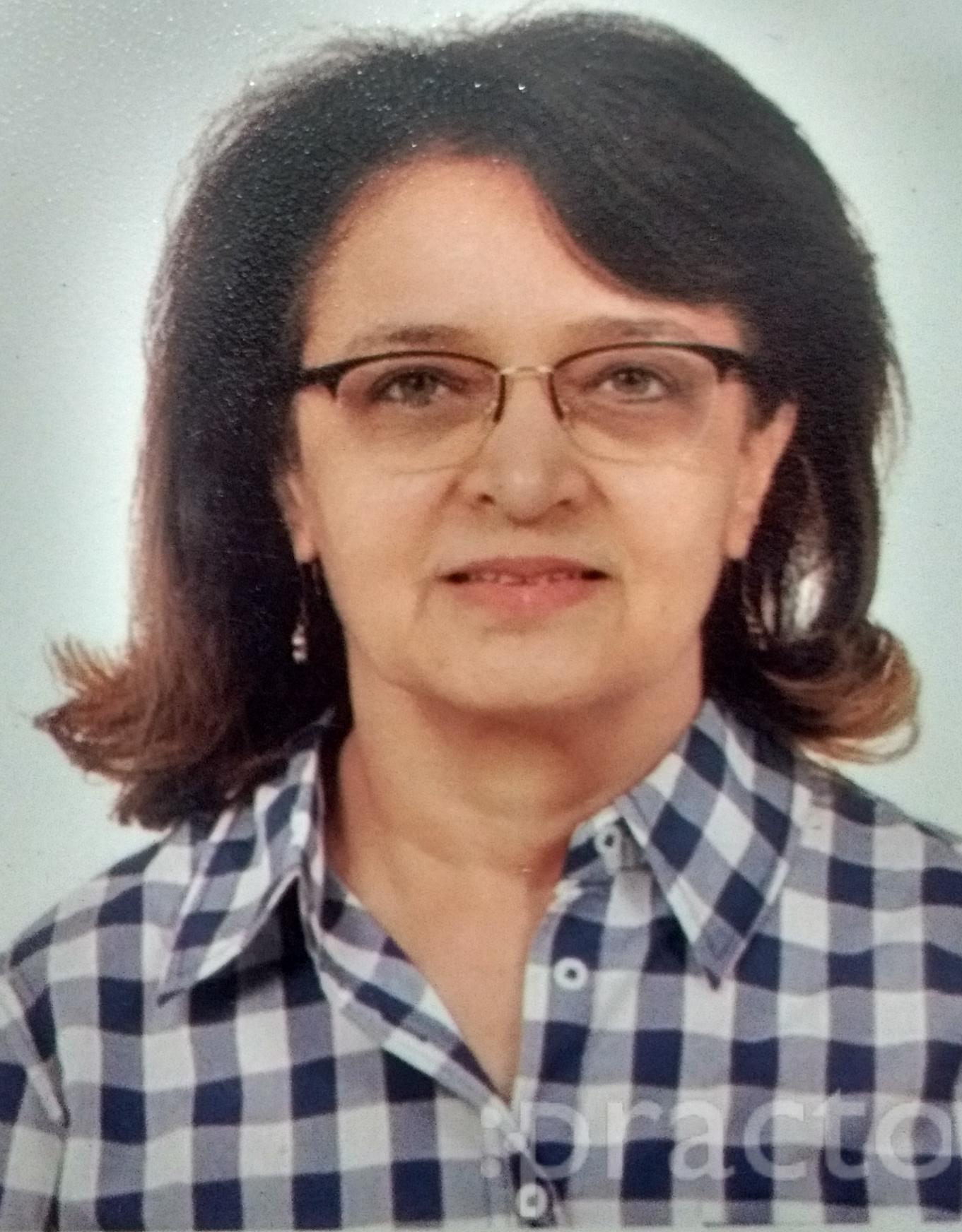 Dr. Hina Desai - Dentist