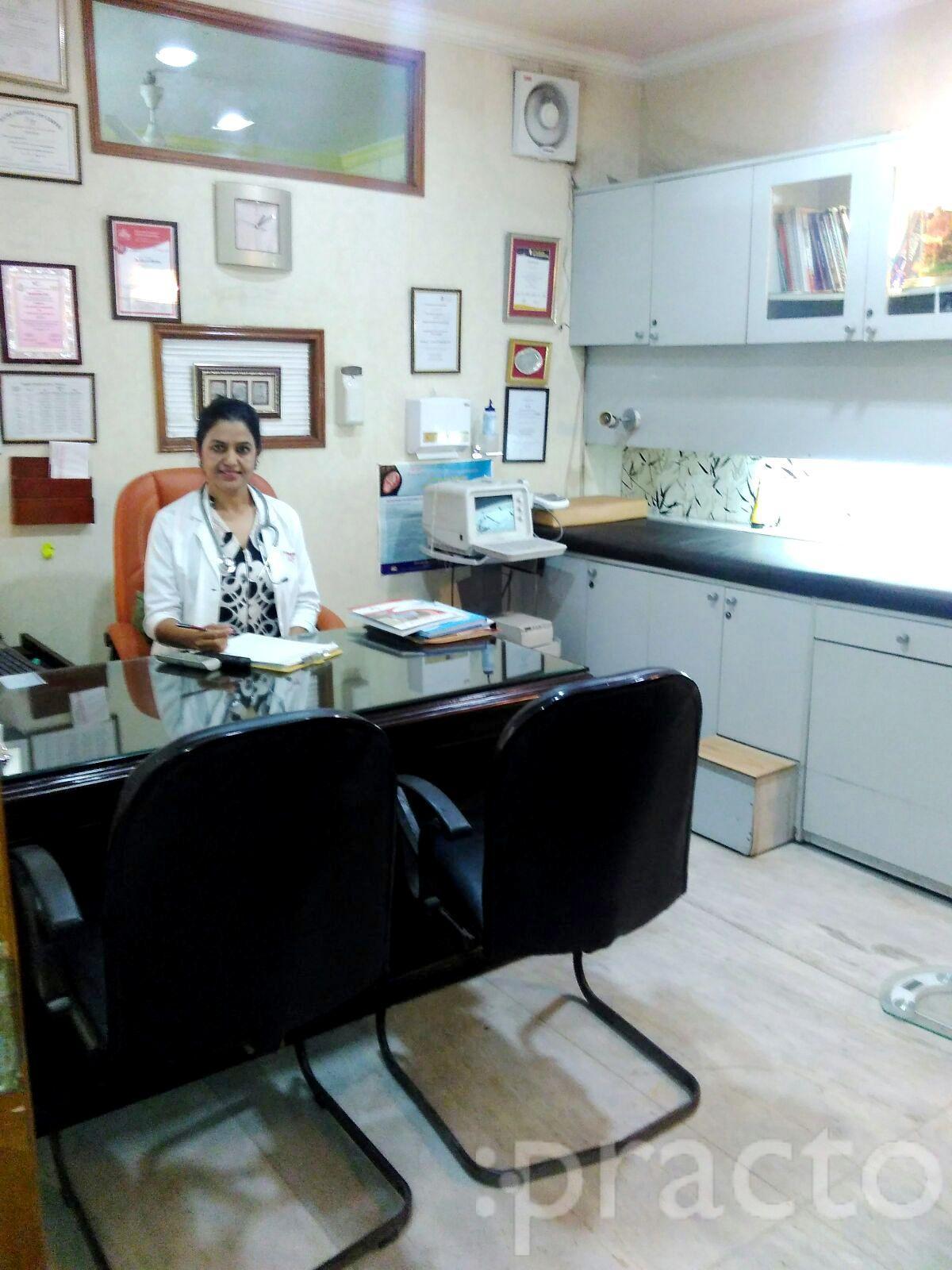 Dr. Nimmi Rastogi - Gynecologist/Obstetrician