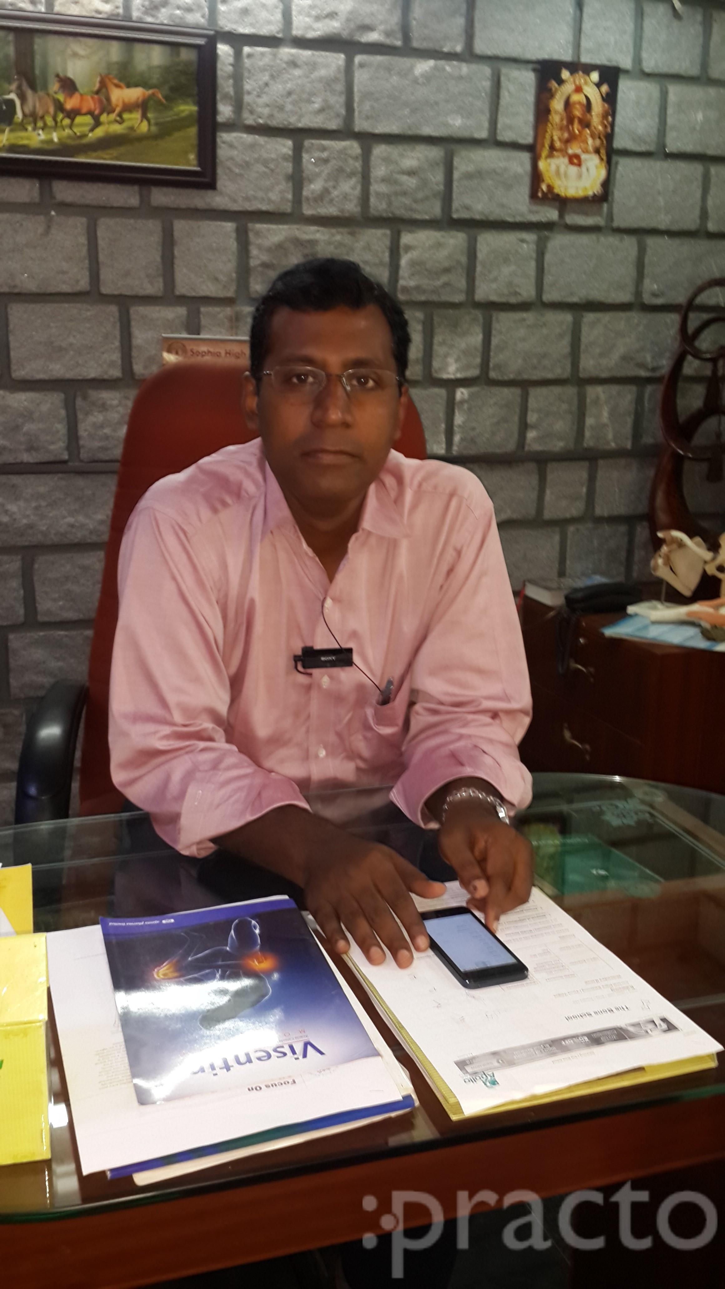 Dr. Prabhakaran D - Orthopedist