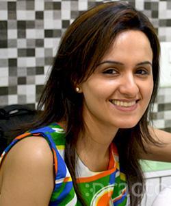 Dr. Rati Chadha - Dentist