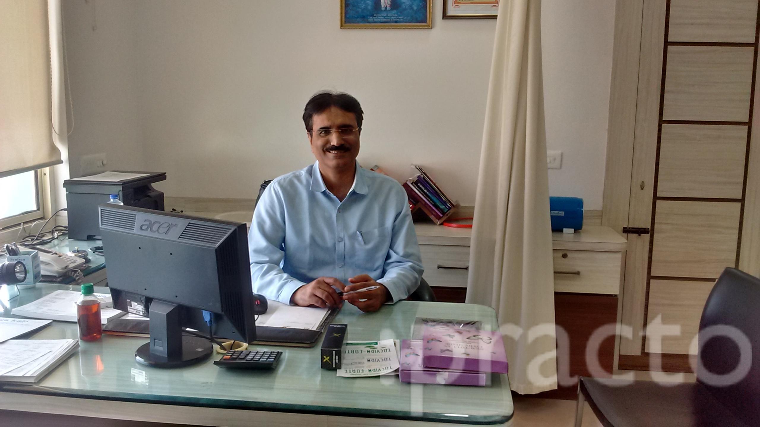Dr. Shailender Dhawan - Dermatologist