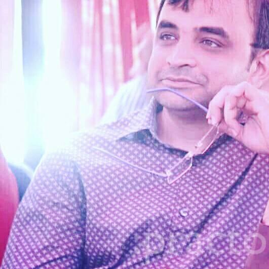 Dr. Shiraz Pasha - Dentist