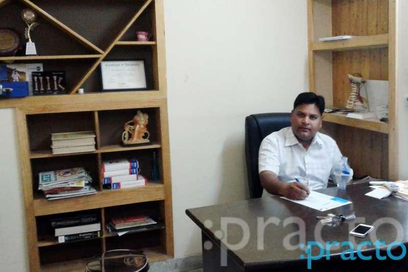 Dr. Shivendra Srivastava - Orthopedist