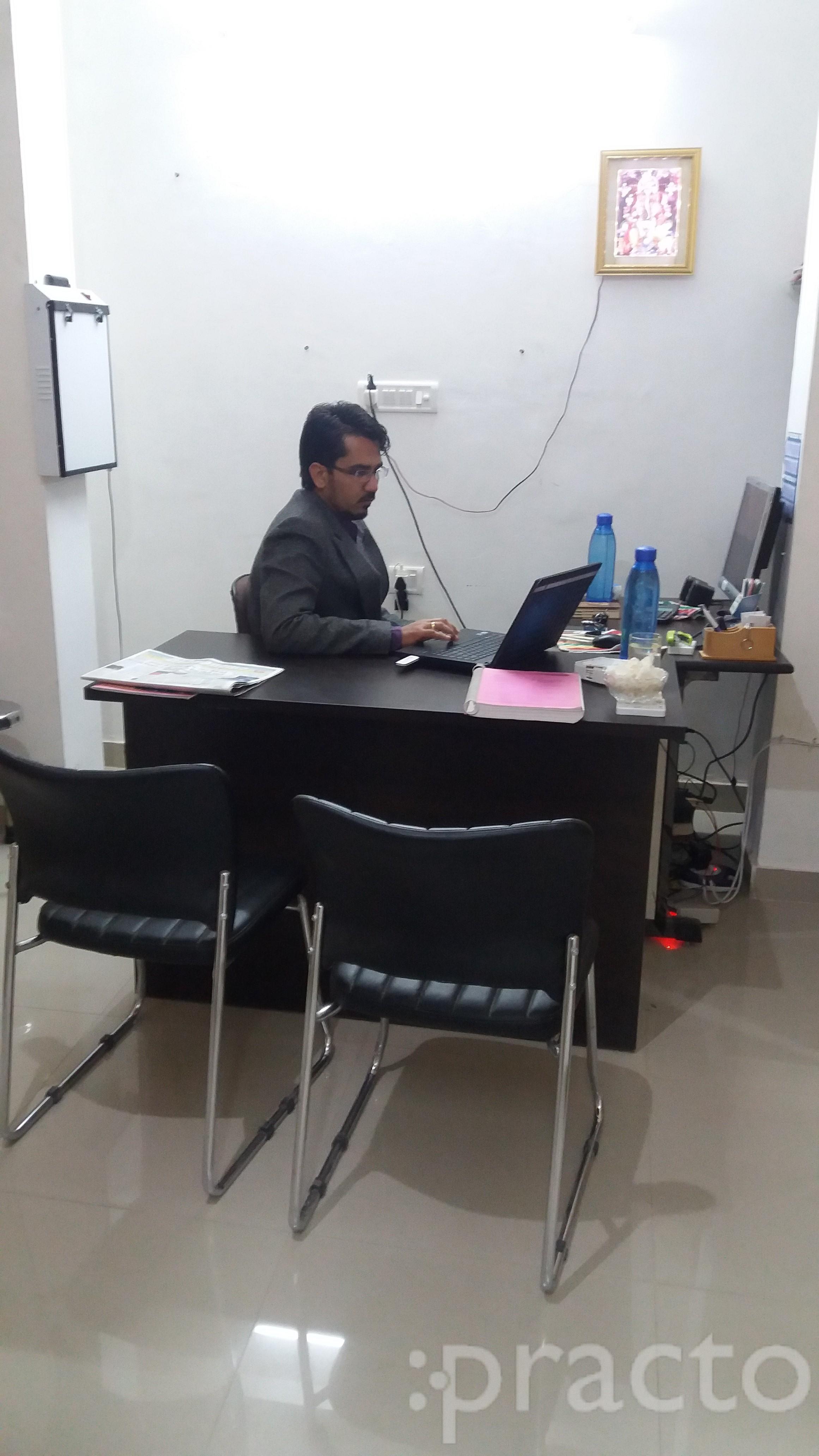 Dr. Shridhar Pareek (P.T) - Physiotherapist