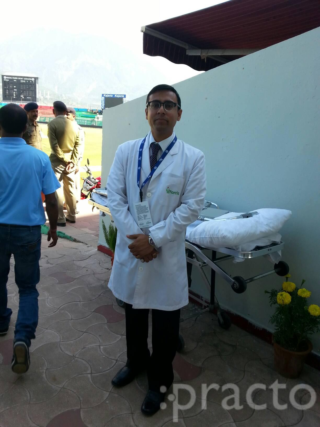 Dr. Sumeet Badhwar - Orthopedist