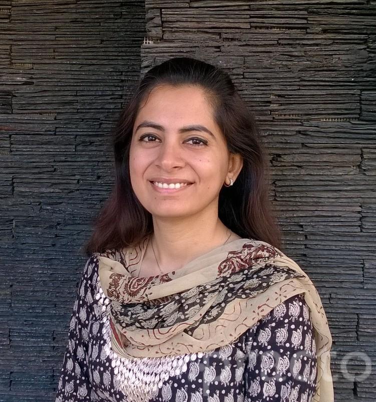 Dr. Surbhi Wadhwani - Dentist
