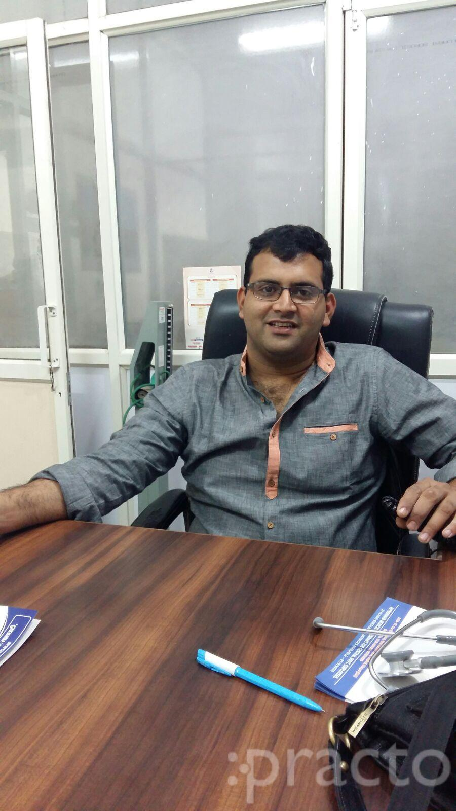 Dr. Vaibhav Maheshwari - Spine Surgeon