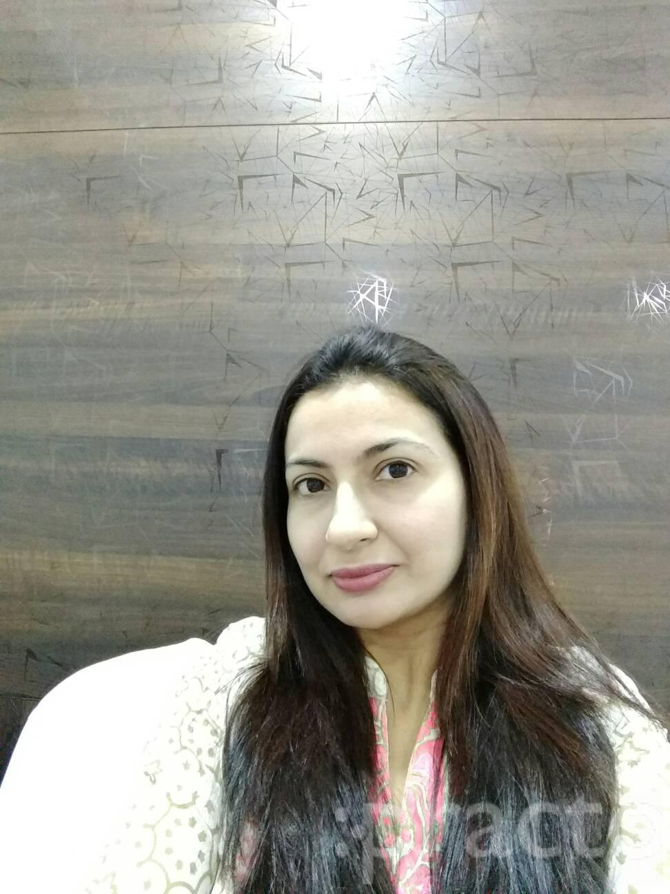 Dr. Zeenat Bhalwani - Dermatologist