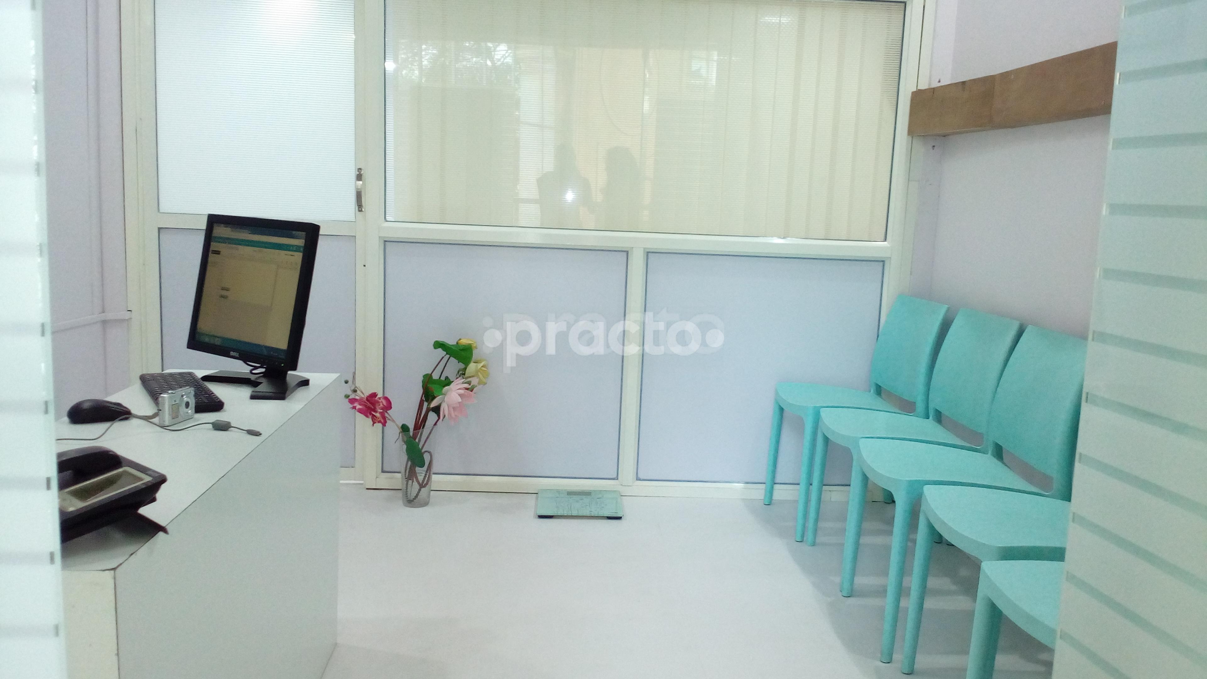 Dr  Ishani Chakravarty - Dermatologist - Book Appointment